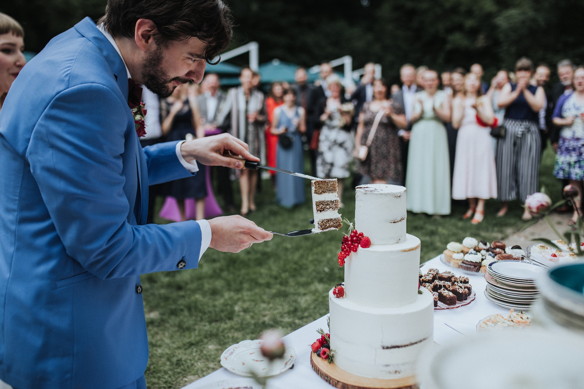Schloss Blankensee Honeymoon Pictures Hochzeitsfotografie HochzeitsfotografBerlin Berlin Hochzeitsreportage Braut Bräutigam GettingReady WeddingphotographerBerlin freie Trauung